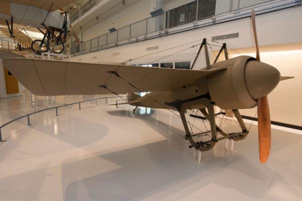 ALLESTIMENTO--Musée-de-l'Air-et-de-l'Espace-Le-Bourget-Paris-UFFICIALI-10
