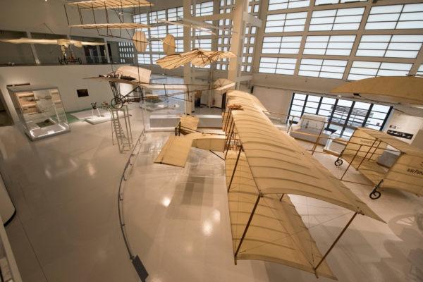 ALLESTIMENTO--Musée-de-l'Air-et-de-l'Espace-Le-Bourget-Paris-UFFICIALI-11