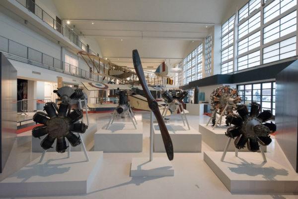 ALLESTIMENTO--Musée-de-l'Air-et-de-l'Espace-Le-Bourget-Paris-UFFICIALI-2