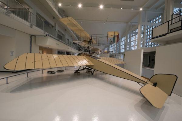 ALLESTIMENTO--Musée-de-l'Air-et-de-l'Espace-Le-Bourget-Paris-UFFICIALI-5